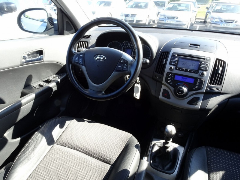 Photo 12 de l'offre de HYUNDAI I30 2.0 CRDI PACK LUXE 5P à 6390€ chez International Auto Auneau