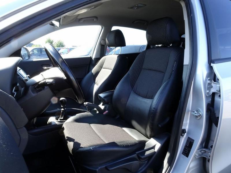 Photo 9 de l'offre de HYUNDAI I30 2.0 CRDI PACK LUXE 5P à 6390€ chez International Auto Auneau