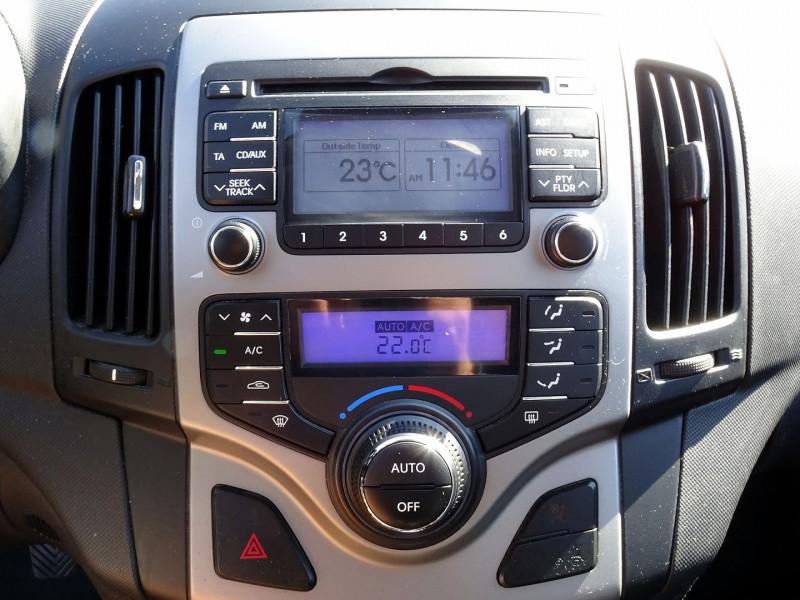 Photo 8 de l'offre de HYUNDAI I30 2.0 CRDI PACK LUXE 5P à 6390€ chez International Auto Auneau