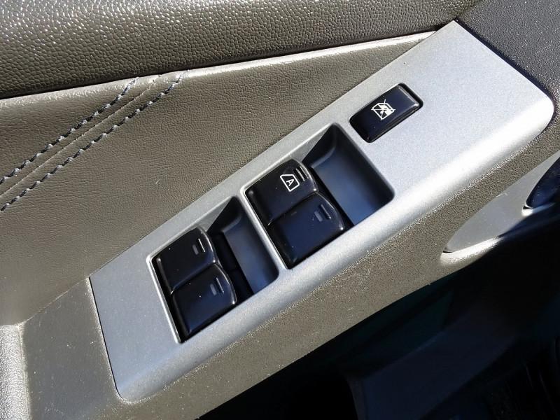 Photo 6 de l'offre de NISSAN NAVARA 2.5 DCI 174CH DOUBLE-CAB ELEGANCE à 14890€ chez International Auto Auneau