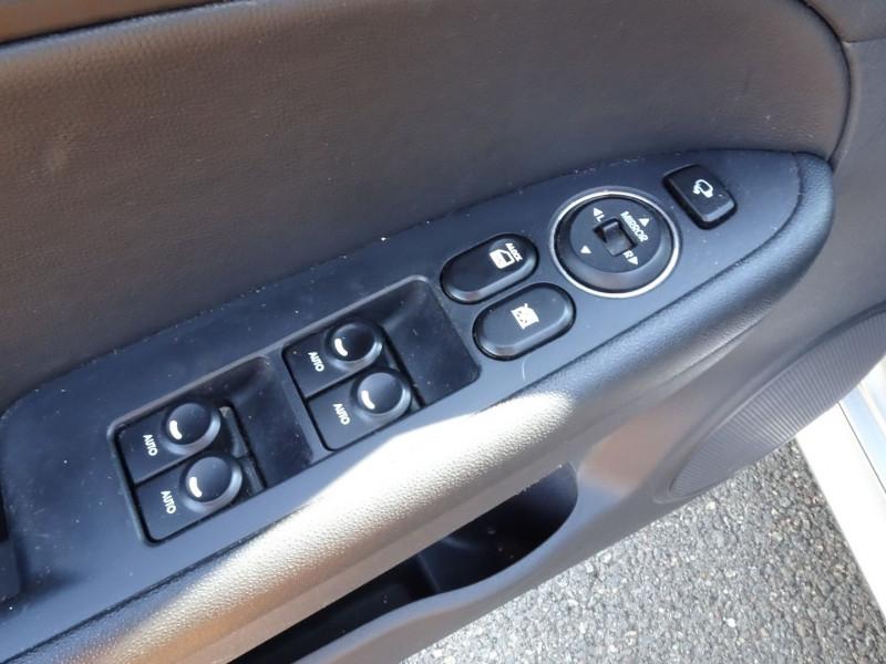 Photo 4 de l'offre de HYUNDAI I30 2.0 CRDI PACK LUXE 5P à 6390€ chez International Auto Auneau
