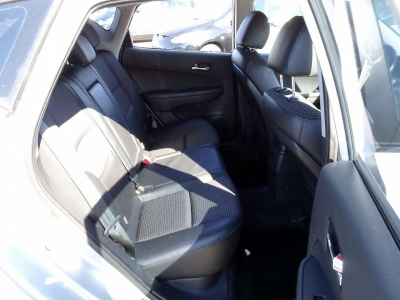 Photo 14 de l'offre de HYUNDAI I30 2.0 CRDI PACK LUXE 5P à 6390€ chez International Auto Auneau