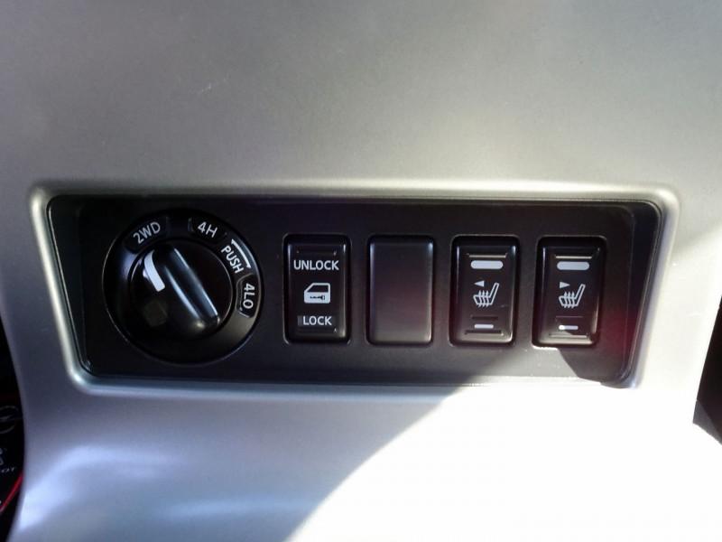 Photo 11 de l'offre de NISSAN NAVARA 2.5 DCI 174CH DOUBLE-CAB ELEGANCE à 14890€ chez International Auto Auneau