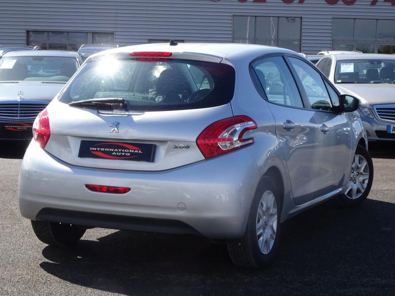 Photo 2 de l'offre de PEUGEOT 208 1.4 HDI FAP BUSINESS 5P à 7690€ chez International Auto Auneau