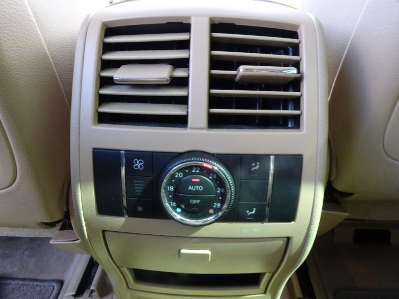 Photo 8 de l'offre de MERCEDES-BENZ CLASSE GL (X164) 320 CDI PACK LUXE 7PL à 21690€ chez International Auto Auneau