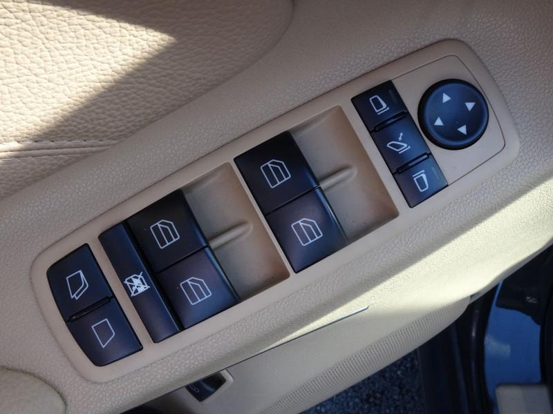 Photo 3 de l'offre de MERCEDES-BENZ CLASSE GL (X164) 320 CDI PACK LUXE 7PL à 21690€ chez International Auto Auneau