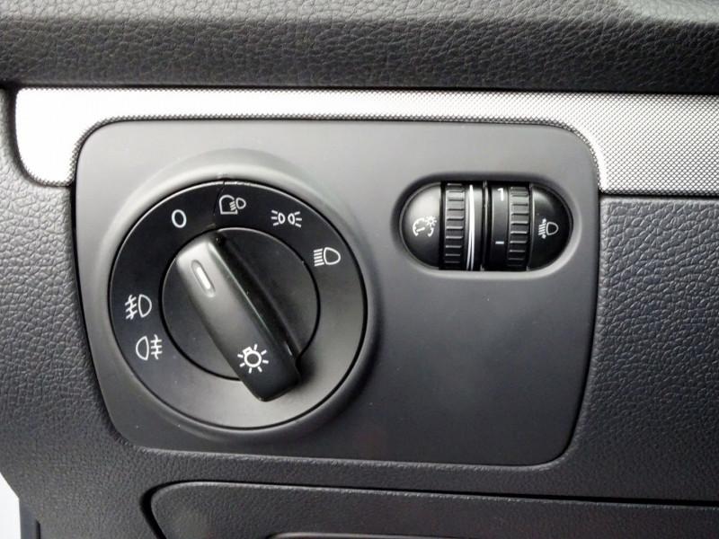 Photo 6 de l'offre de VOLKSWAGEN GOLF V 1.6 FSI 115CH CONFORT 5P à 6790€ chez International Auto Auneau
