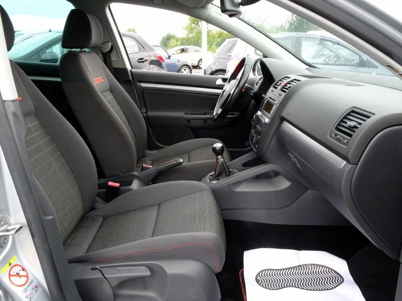 Photo 17 de l'offre de VOLKSWAGEN GOLF V 1.6 FSI 115CH CONFORT 5P à 6790€ chez International Auto Auneau
