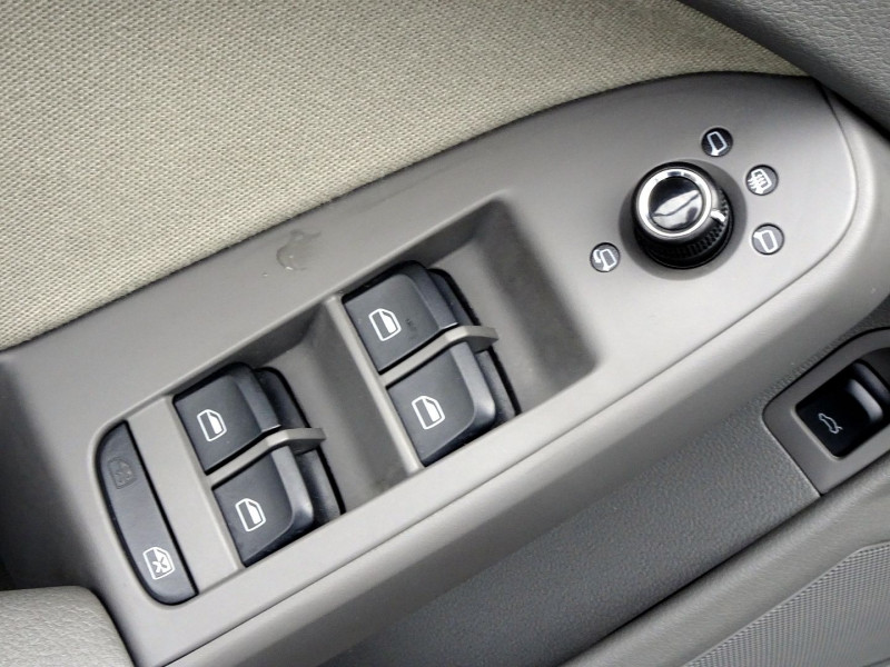Photo 5 de l'offre de AUDI A4 2.7 V6 TDI 190CH DPF AMBIENTE MULTITRONIC à 12490€ chez International Auto Auneau