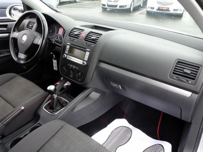 Photo 18 de l'offre de VOLKSWAGEN GOLF V 1.6 FSI 115CH CONFORT 5P à 6790€ chez International Auto Auneau