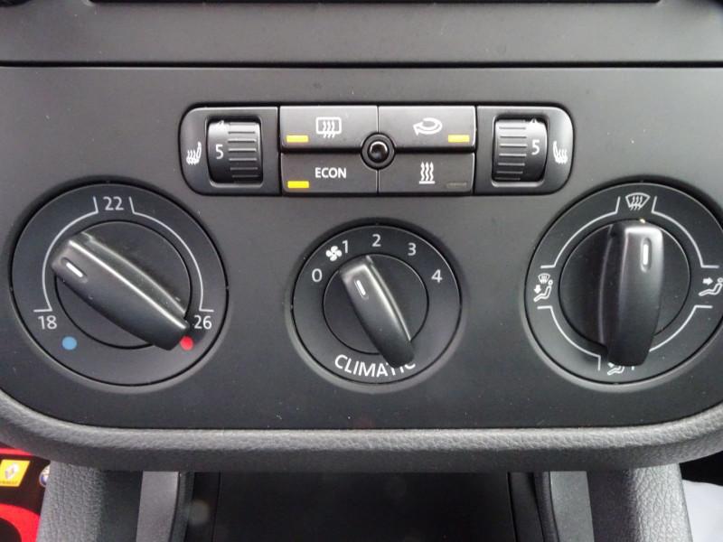 Photo 11 de l'offre de VOLKSWAGEN GOLF V 1.6 FSI 115CH CONFORT 5P à 6790€ chez International Auto Auneau