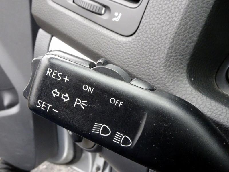 Photo 8 de l'offre de VOLKSWAGEN GOLF V 1.6 FSI 115CH CONFORT 5P à 6790€ chez International Auto Auneau