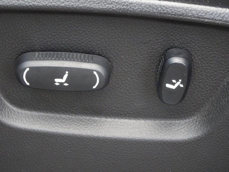 Photo 14 de l'offre de CHEVROLET CAPTIVA 2.2 VCDI184 LTZ BA AWD à 10990€ chez International Auto Auneau
