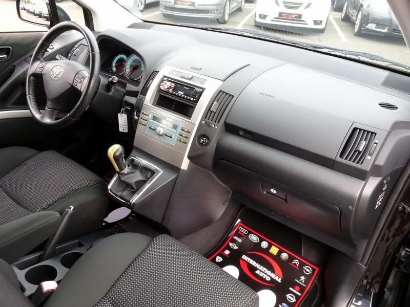 Photo 18 de l'offre de TOYOTA COROLLA VERSO 177 D-4D CLEAN POWER 7 PLACES à 6490€ chez International Auto Auneau