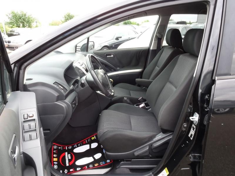 Photo 3 de l'offre de TOYOTA COROLLA VERSO 177 D-4D CLEAN POWER 7 PLACES à 6490€ chez International Auto Auneau