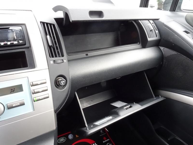 Photo 9 de l'offre de TOYOTA COROLLA VERSO 177 D-4D CLEAN POWER 7 PLACES à 6490€ chez International Auto Auneau