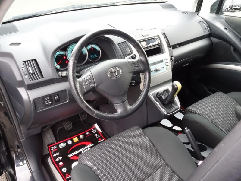 Photo 4 de l'offre de TOYOTA COROLLA VERSO 177 D-4D CLEAN POWER 7 PLACES à 6490€ chez International Auto Auneau