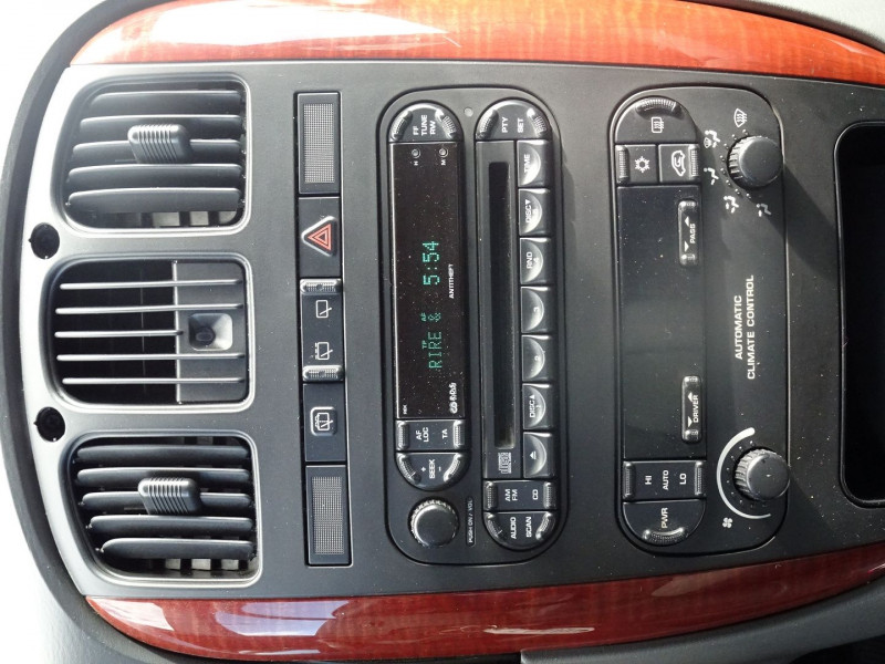 Photo 12 de l'offre de CHRYSLER VOYAGER 2.5 CRD143 LX à 7690€ chez International Auto Auneau