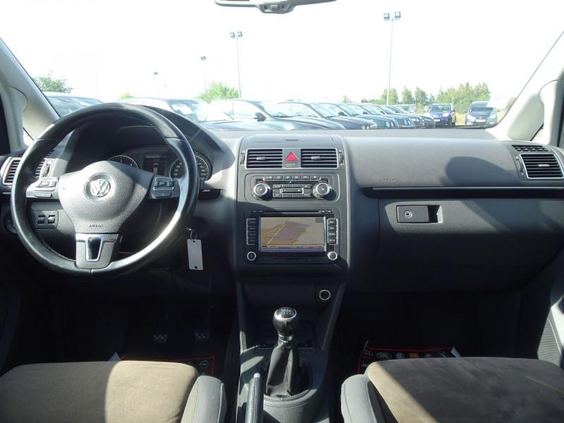 Photo 13 de l'offre de VOLKSWAGEN TOURAN 2.0 TDI 140CH CONFORTLINE 7 PLACES à 8890€ chez International Auto Auneau