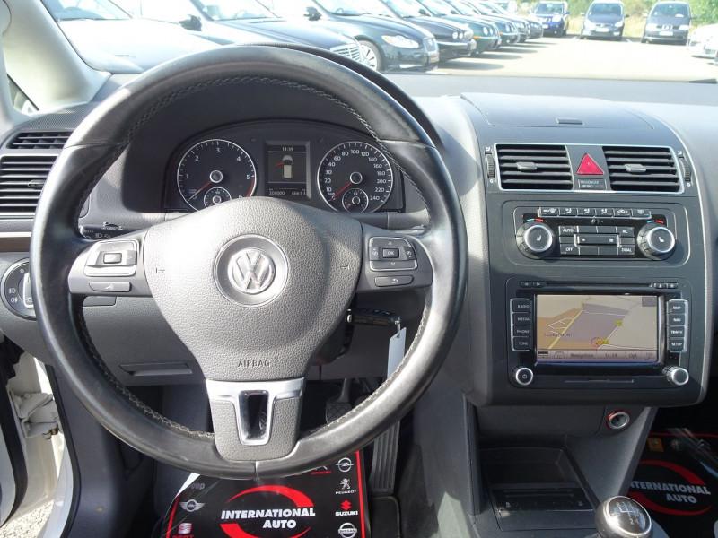 Photo 17 de l'offre de VOLKSWAGEN TOURAN 2.0 TDI 140CH CONFORTLINE 7 PLACES à 8890€ chez International Auto Auneau