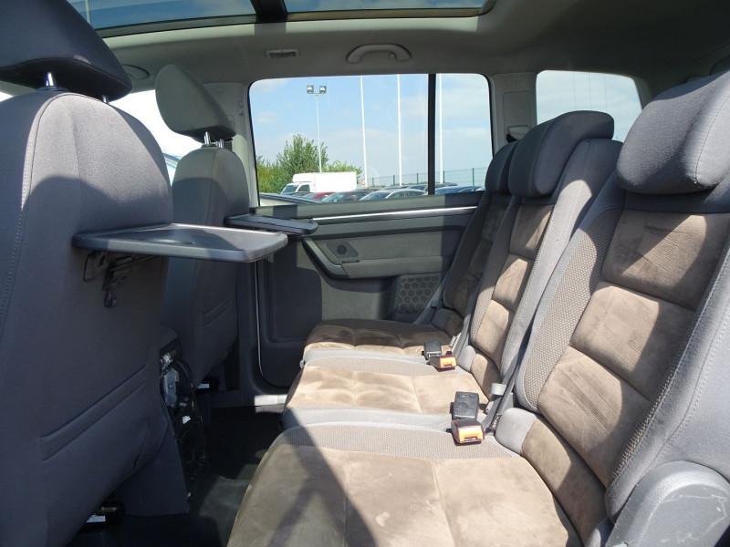 Photo 15 de l'offre de VOLKSWAGEN TOURAN 2.0 TDI 140CH CONFORTLINE 7 PLACES à 8890€ chez International Auto Auneau