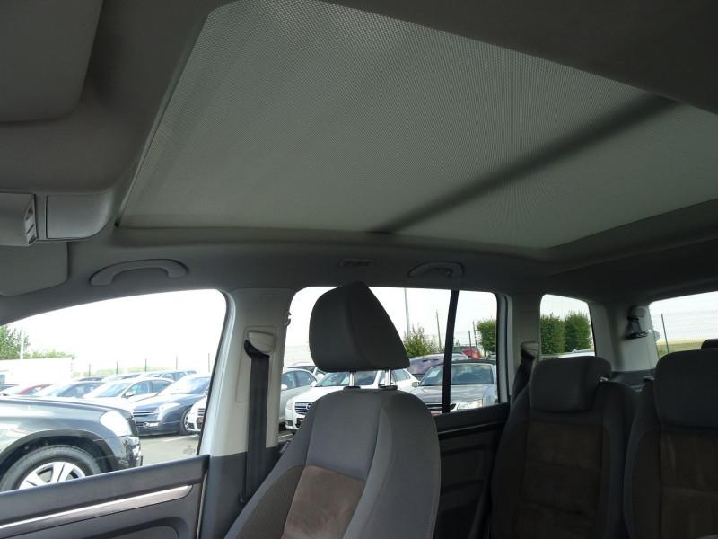Photo 6 de l'offre de VOLKSWAGEN TOURAN 2.0 TDI 140CH CONFORTLINE 7 PLACES à 8890€ chez International Auto Auneau