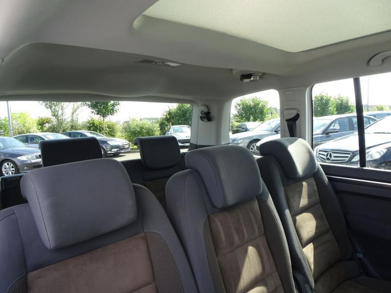 Photo 10 de l'offre de VOLKSWAGEN TOURAN 2.0 TDI 140CH CONFORTLINE 7 PLACES à 8890€ chez International Auto Auneau