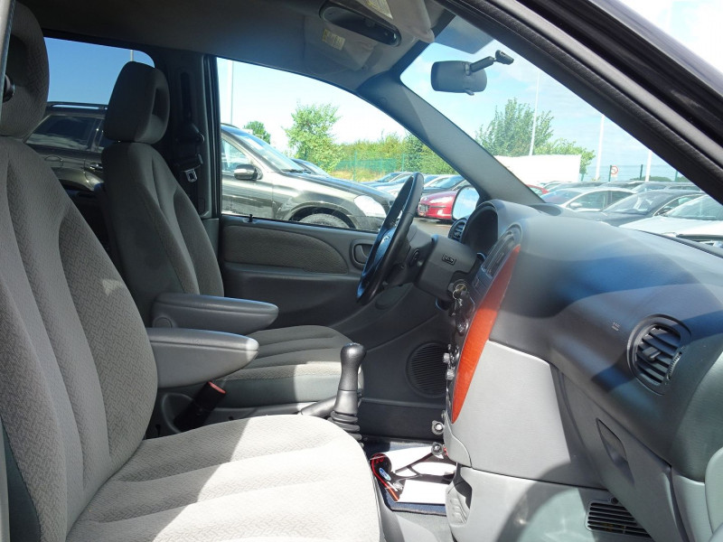 Photo 9 de l'offre de CHRYSLER VOYAGER 2.5 CRD143 LX à 7690€ chez International Auto Auneau