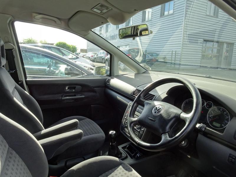 Photo 3 de l'offre de VOLKSWAGEN SHARAN 1.9 TDI 115CH CONFORT à 4490€ chez International Auto Auneau