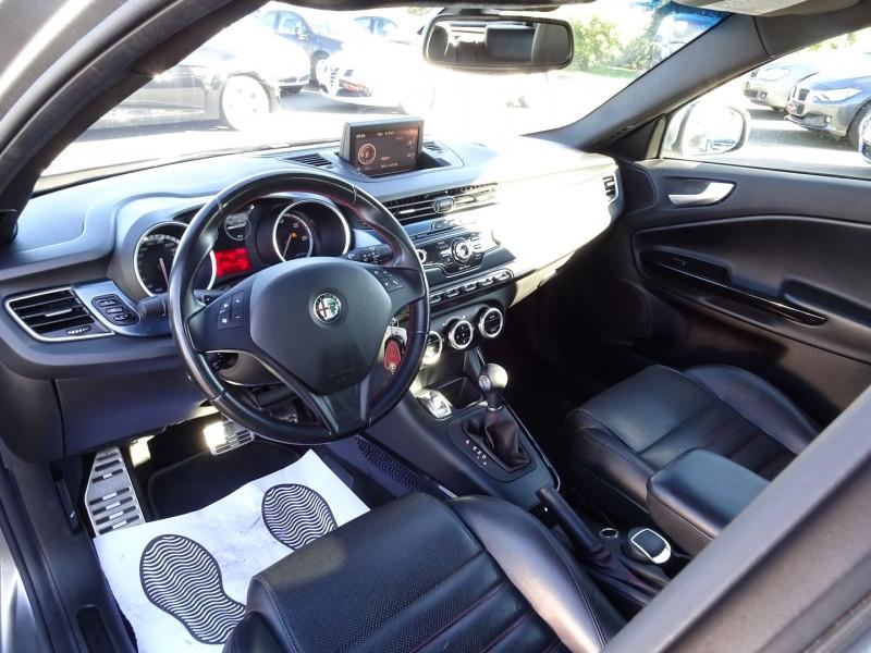 Photo 8 de l'offre de ALFA ROMEO GIULIETTA 2.0 JTDM170 EXCLUSIVE STOP&START ALFA TCT à 11590€ chez International Auto Auneau