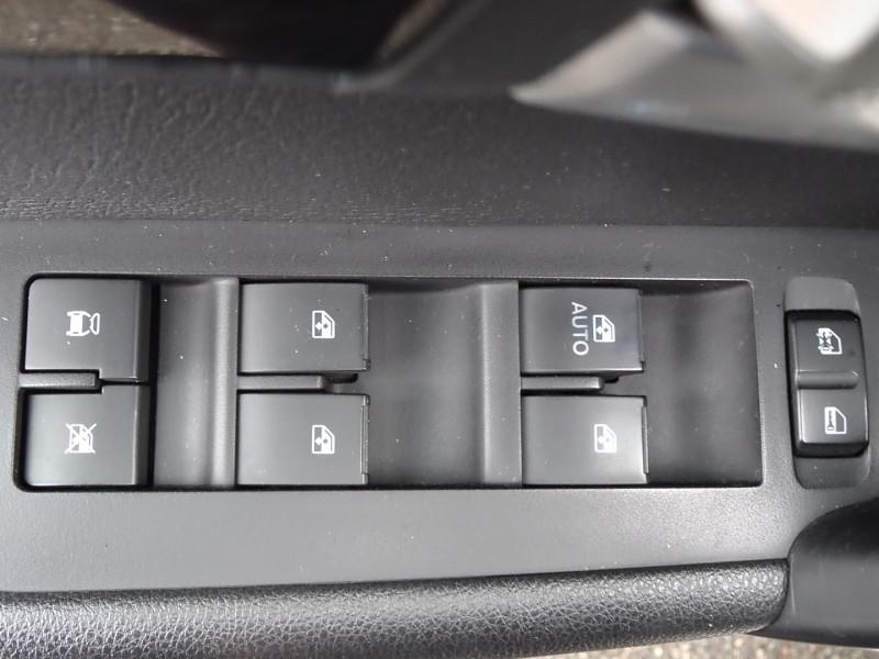 Photo 14 de l'offre de CHEVROLET CAPTIVA 2.2 VCDI184 LTZ BA AWD à 11990€ chez International Auto Auneau
