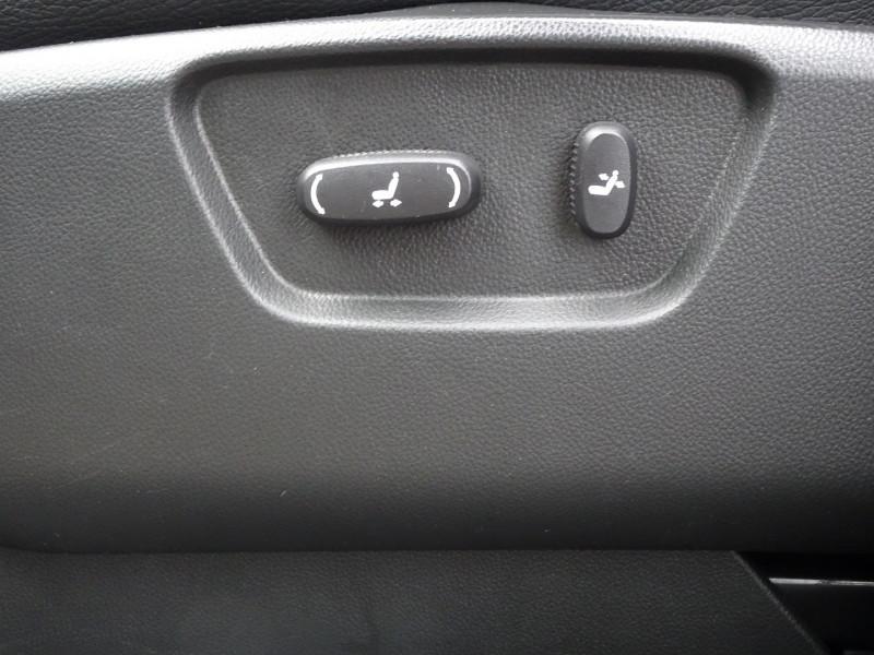 Photo 13 de l'offre de CHEVROLET CAPTIVA 2.2 VCDI184 LTZ BA AWD à 11990€ chez International Auto Auneau