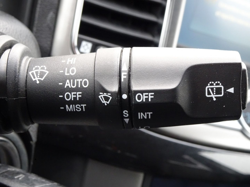 Photo 17 de l'offre de CHEVROLET CAPTIVA 2.2 VCDI184 LTZ BA AWD à 11990€ chez International Auto Auneau