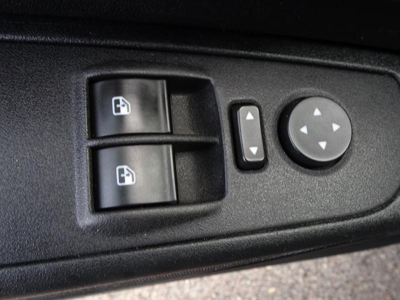 Photo 9 de l'offre de FIAT PUNTO 1.3 MULTIJET 16V 70CH CULT II 3P à 3890€ chez International Auto Auneau