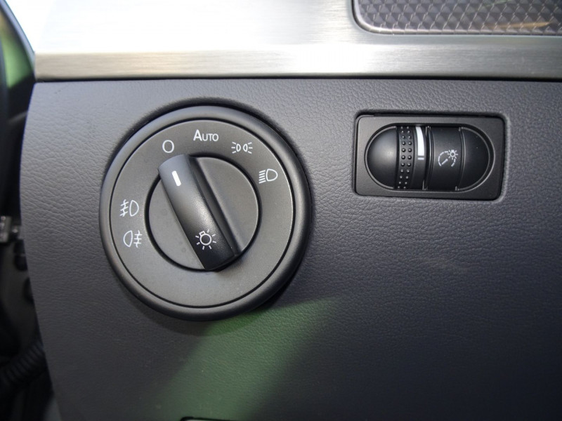 Photo 11 de l'offre de VOLKSWAGEN TOUAREG 3.0 V6 TDI 240CH DPF CARAT TIPTRONIC à 14990€ chez International Auto Auneau