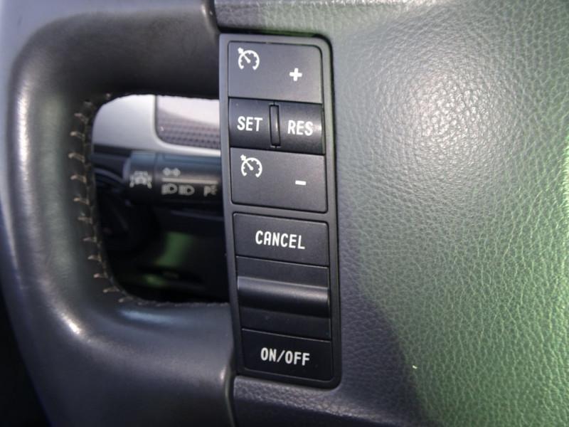 Photo 15 de l'offre de VOLKSWAGEN TOUAREG 3.0 V6 TDI 240CH DPF CARAT TIPTRONIC à 14990€ chez International Auto Auneau