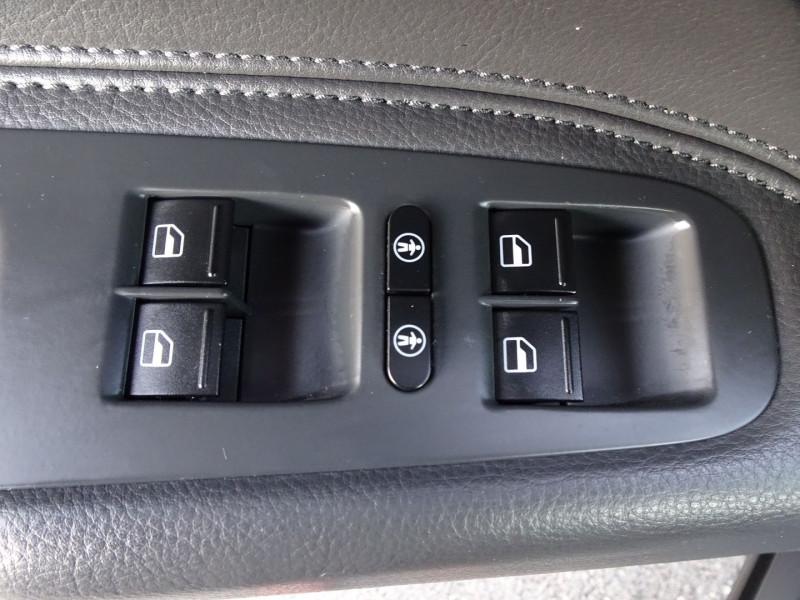 Photo 9 de l'offre de VOLKSWAGEN TOUAREG 3.0 V6 TDI 240CH DPF CARAT TIPTRONIC à 14990€ chez International Auto Auneau