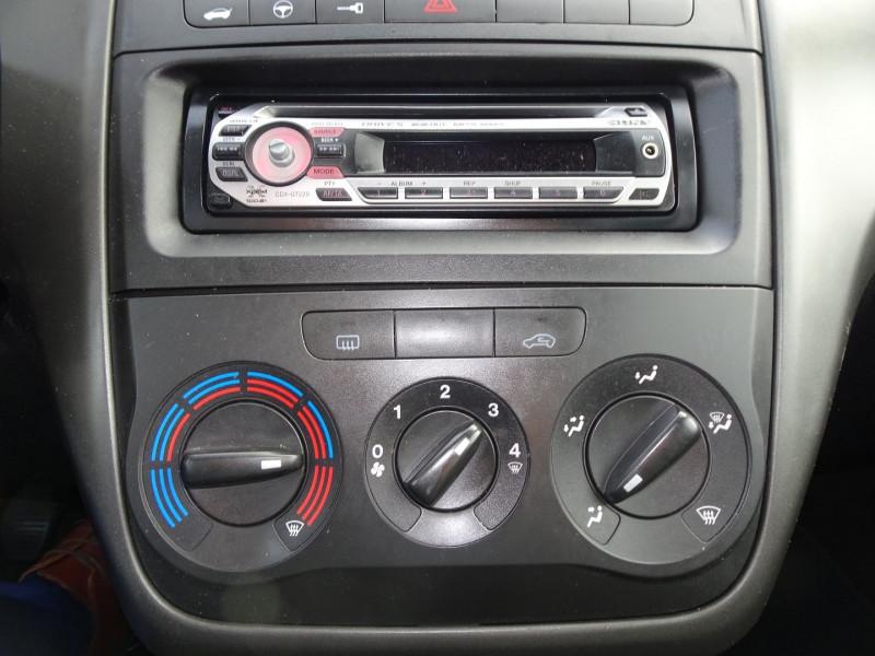 Photo 17 de l'offre de FIAT PUNTO 1.3 MULTIJET 16V 70CH CULT II 3P à 3890€ chez International Auto Auneau