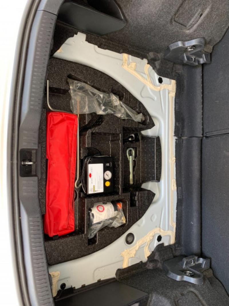 Photo 9 de l'offre de TOYOTA AURIS HSD 136H DYNAMIC à 11980€ chez Greencar France