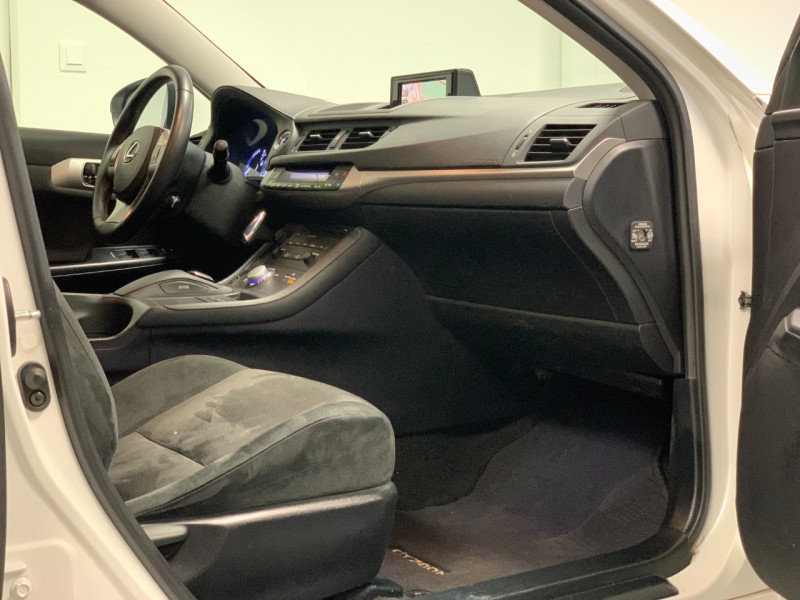 Photo 8 de l'offre de LEXUS CT 200H SENSATION à 11980€ chez Greencar France