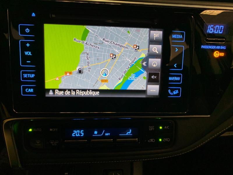 Photo 11 de l'offre de TOYOTA AURIS HSD 136H DESIGN BUSINESS à 11980€ chez Greencar France