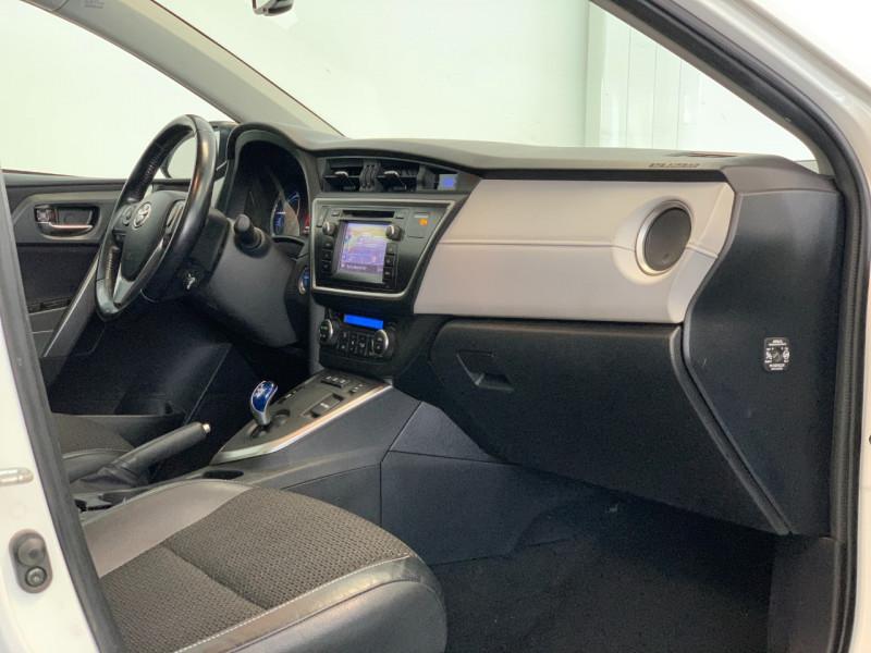 Photo 7 de l'offre de TOYOTA AURIS TOURING SPORTS HSD 136H STYLE à 12600€ chez Greencar France