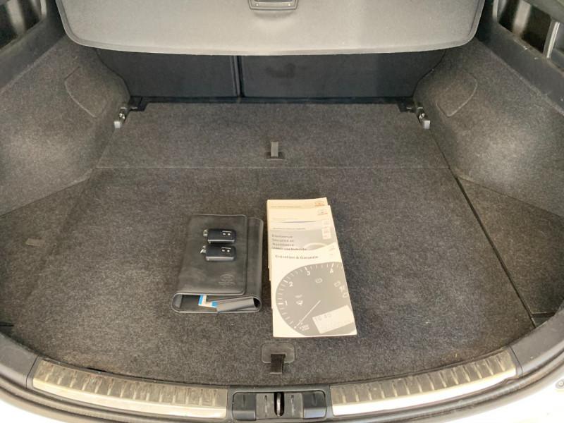 Photo 19 de l'offre de TOYOTA AURIS TOURING SPORTS HSD 136H STYLE à 12600€ chez Greencar France