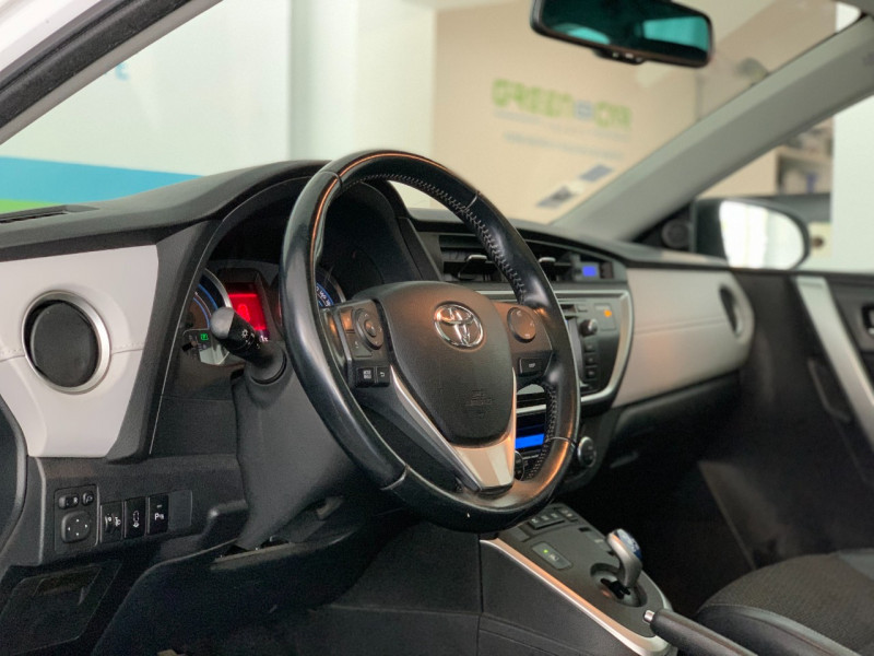 Photo 11 de l'offre de TOYOTA AURIS TOURING SPORTS HSD 136H STYLE à 12600€ chez Greencar France