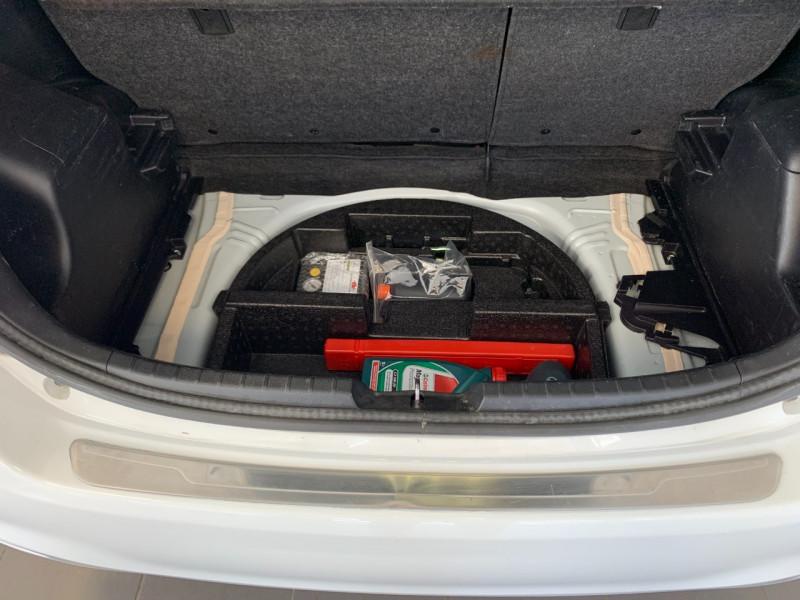 Photo 15 de l'offre de TOYOTA YARIS HSD 100H STYLE 5P à 8980€ chez Greencar France