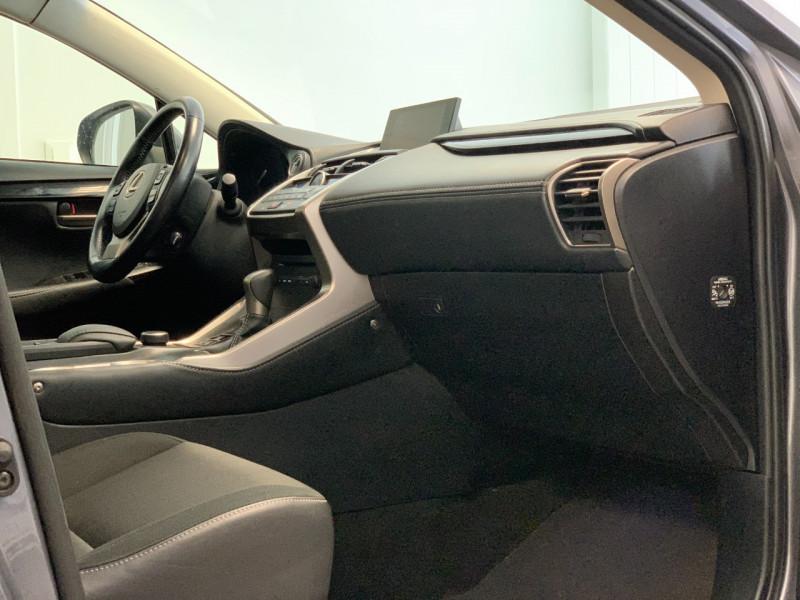 Photo 8 de l'offre de LEXUS NX 300H 2WD BUSINESS à 26500€ chez Greencar France