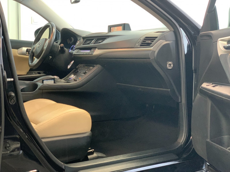 Photo 7 de l'offre de LEXUS CT 200H PASSION à 12780€ chez Greencar France