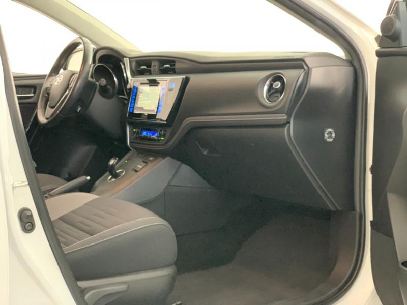 Photo 7 de l'offre de TOYOTA AURIS HSD 136H DESIGN BUSINESS à 12480€ chez Greencar France
