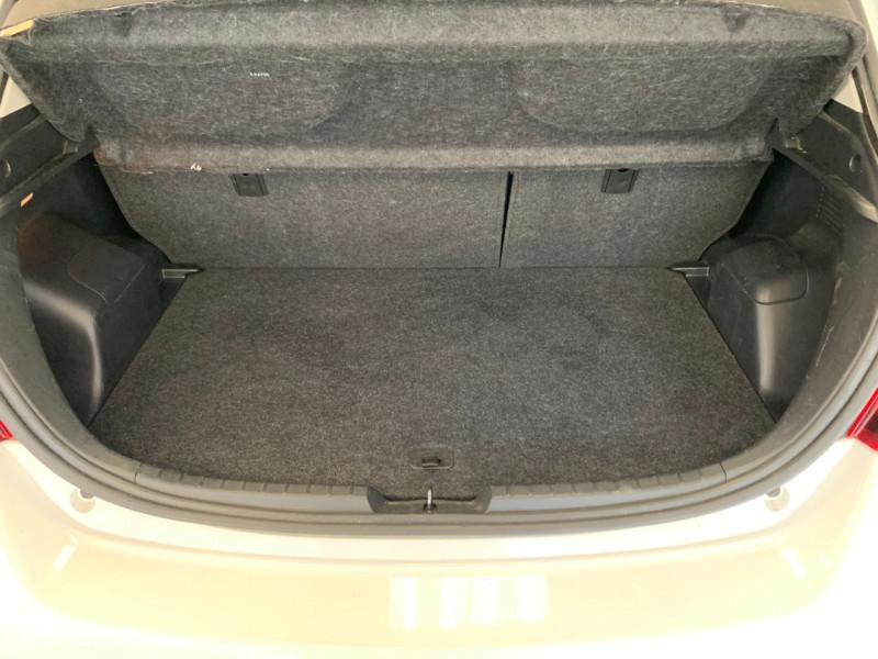Photo 16 de l'offre de TOYOTA YARIS HSD 100H DYNAMIC 5P à 10480€ chez Greencar France