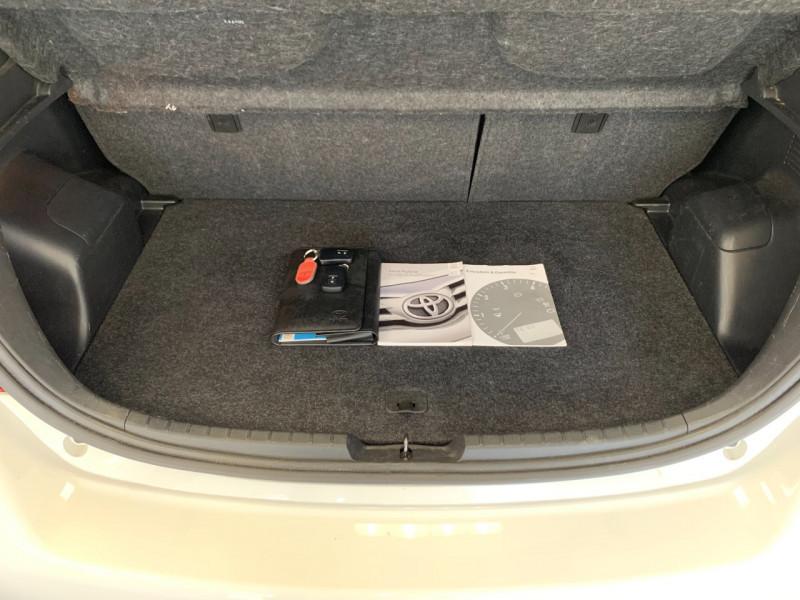 Photo 17 de l'offre de TOYOTA YARIS HSD 100H DYNAMIC 5P à 10480€ chez Greencar France